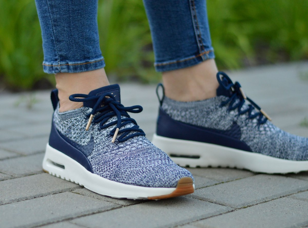 buy online 71621 4351a Nike Air Max Thea Ultra Flyknit 881175-402 Chaussures Femmes | eBay