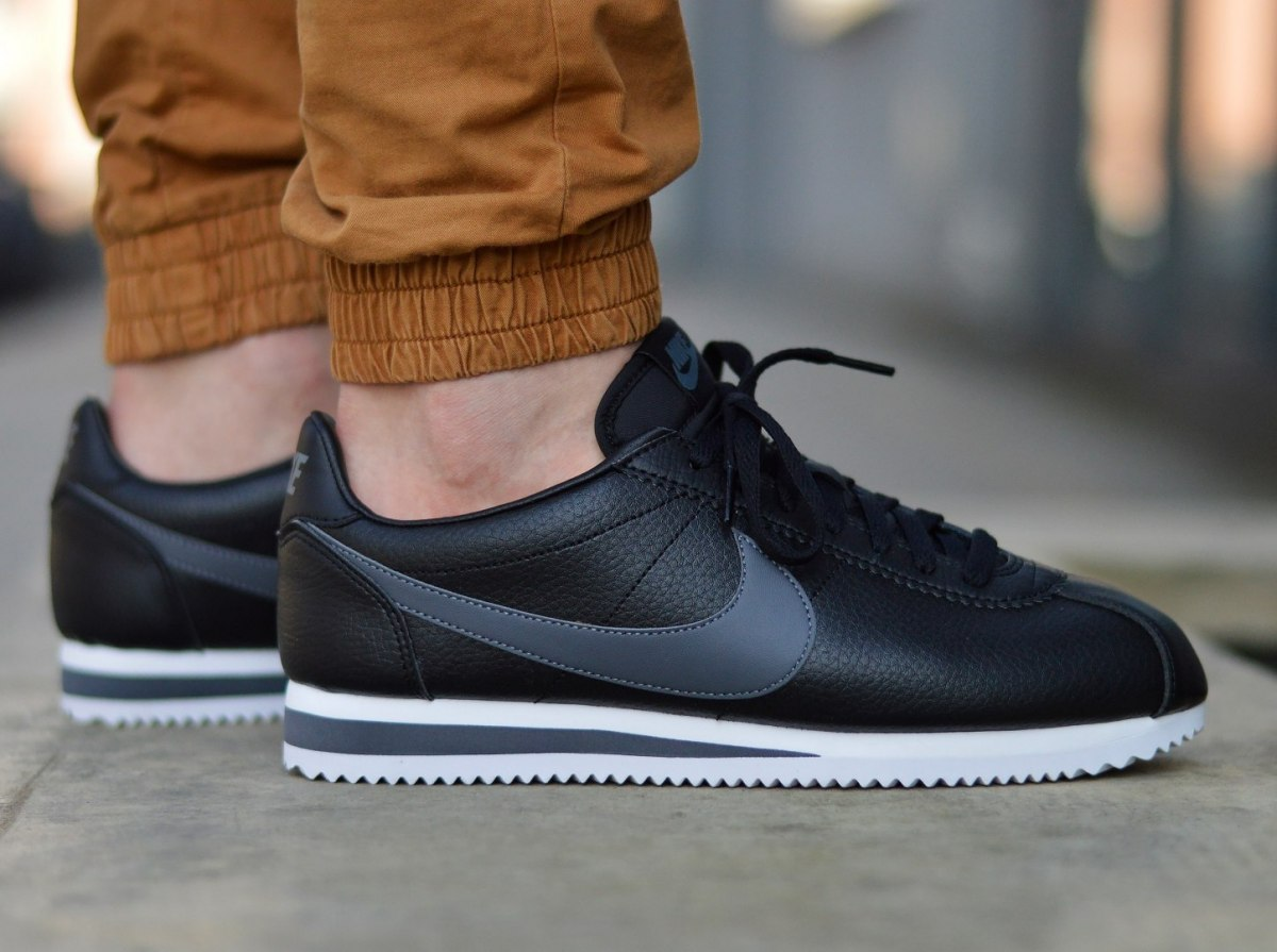 sports shoes 8ad2a 103bb Nike Classic Cortez Leather